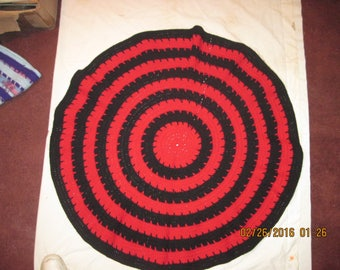 Circle of Love Laptop Blanket - Red Center and Black