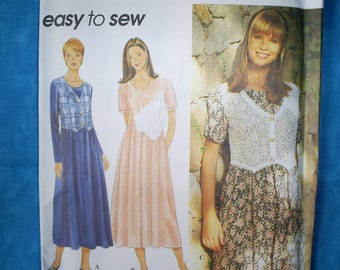 Simplicity 9597 Misses Size XS,S,M.Pullover Dress.