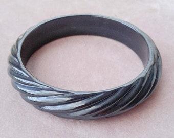 Lucite Carved Swirled Bangle Bracelet Basic Black Vintage