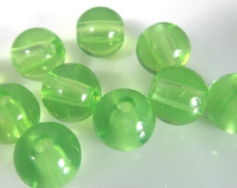 30 Vintage 9mm Spring GreenTranslucent Lucite Beads Bd2009