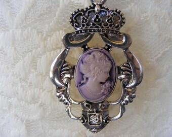 Elegant Crown Crest Victorian Lady Purple Cameo Crown Crest Pendant Chain Necklace Retro Vintage Silver Tone Classic Jewelry Design