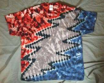 Adults Medium Grateful Dead 13 Point Lightning Bolt Tie-Dye Shirt.