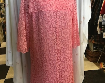 35% off Sale Darling pink lace dress with satin bow size medium 1960