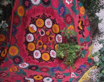 Red Suzani, vintage suzani, suzani wallhanging, uzbek suzani, vintage floral throw, embroidered throw, tribal textile