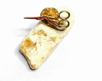 Vintage Scissors pin/Lapel, Solid Gold tone, unisex, Clearance S A L E, Item No. B562