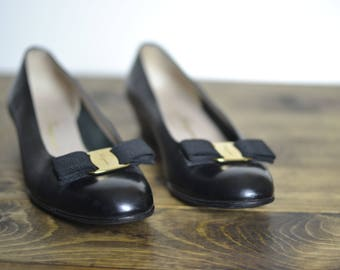 Salvatore Ferragamo Black Leather Vara Buckle Flats - Vintage Classic 8 Narrow AA