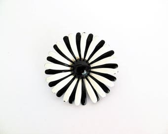 Daisy Flower Pin Black and White Brooch Enamel Floral Costume Jewelry 1960s for Retro Spring and Summer Style