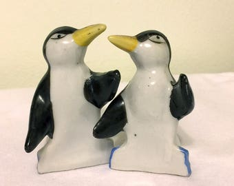 Vintage Penguins Salt and Pepper Shakers - Made in Japan