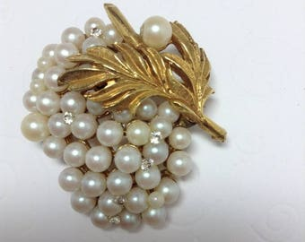 15% OFF SALE Vintage Unsigned Faux Pearl and Rhinestone Brooch  Item:17127