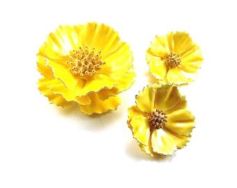 Big Yellow Flowers Demi Vintage Jewelry Set Brooch Earrings Set Metal Enamelware Bright Happy Colors Large Lovely Blooms Great Mom Gift