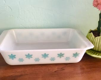 Vintage Pyrex White & Blue Snowflakes Casserole 2Qt Dish  No Lid!