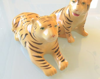 Tiger salt and pepper shakers, ConMisManosVintage