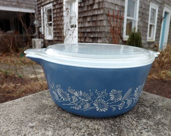 Pyrex Colonial Mist blue with white flowers 2.5 liter casserole dish with lid - 1980's