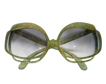 Christian Dior Mod. 2026-50 1970s Vintage Oversized Sunglasses Optyl Speckled Green Yellow Avantgarde Frame