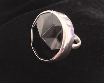 Darling. Silver ring with vintage faceted glass button.