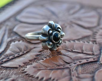 Onyx & Silver ring flower setting vintage gypsy ring, polished black onyx and sterling 925 bohemian tribal wanderlust ethnic round etched