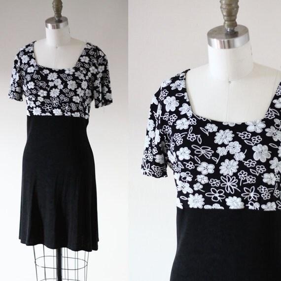 1990s black daisy dress // 1980s black floral dress // vintage dress