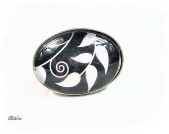 Adjustable ring black and white oval BA125