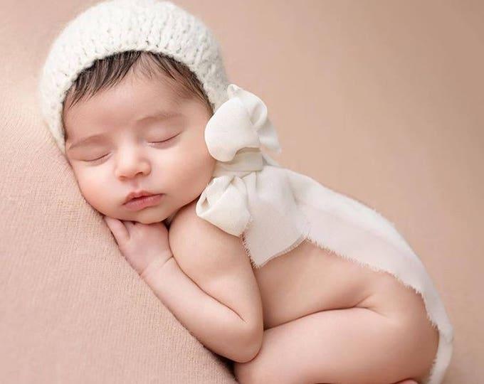 Featured listing image: Newborn girl hat - Photo prop hat - Sitter props - Baby girl hat - Photo props - Girl hat - Photography prop - Newborn props - Cream
