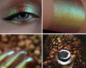Eyeshadow: Naughty Novice - Nomad. From yellow to pinkish-brown prismatic eyeshadow by SIGIL inspired.
