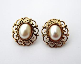 Vintage Pearl Cabochon Gold Filigree Earrings, Faux Pearl Gold Tone Oval Earrings, Wedding Earrings, Estate Jewelry