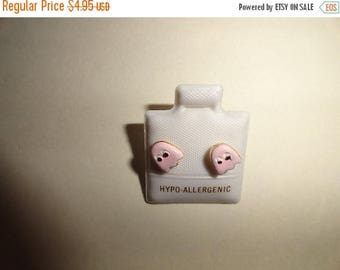 50% OFF Rare 1980s Pac Man stud earrings .5 inch Pinky pink ghost