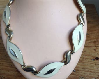 1960's enameled metal necklace.