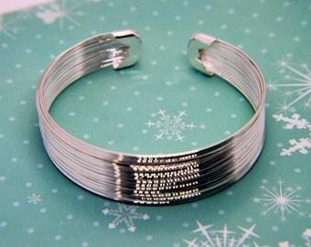 Silver wire bracelet | Etsy