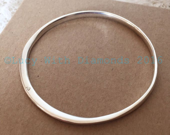 Silver polished bangle with heart contour bangle