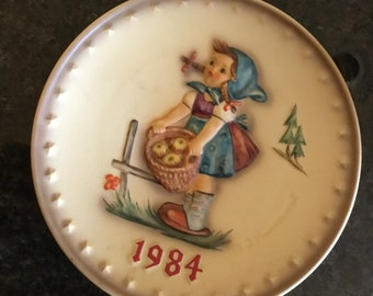 "1984 ""Little Helper"" Hummel,Plate by Goebel"