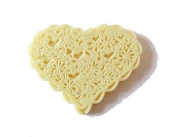1 x cabochon embellishment resin heart lace 38mm vanilla