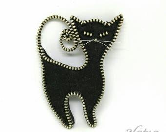 Black cat - designer zipper and felt brooch.