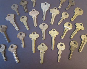 25 Assorted Older Metal Keys for your Metalworking Projects - Steampunk Art - Jewelry Making & Etc..