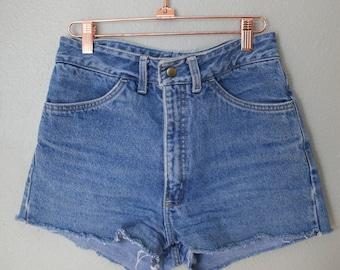 vintage higgins  high rise waist cut off denim mom jean shorts 28