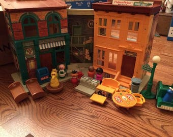 1974 Vintage  FISHER PRICE Little People Sesame Street Apartment Play Family No 938
