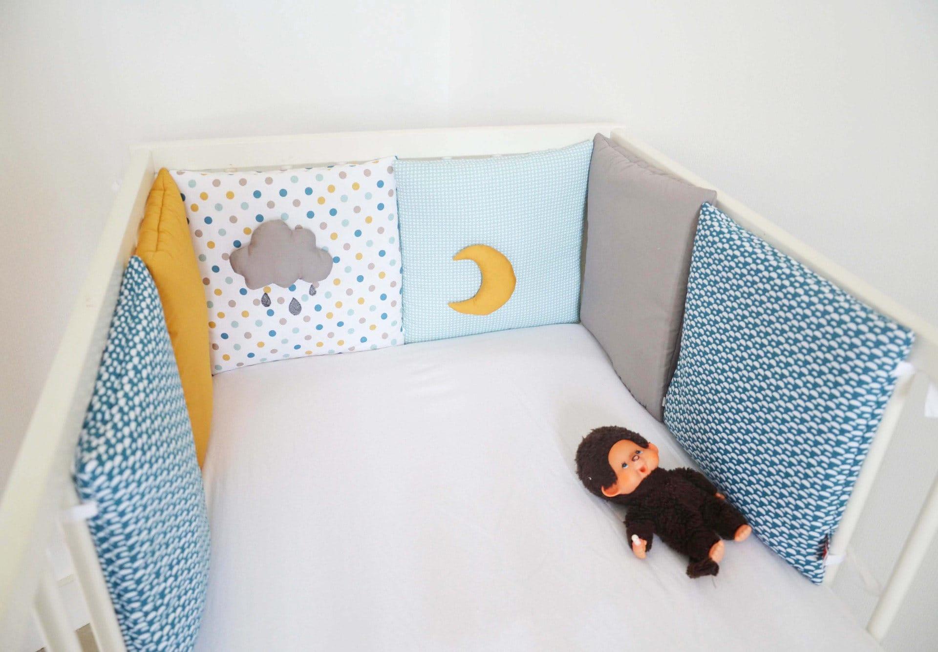 tour de lit b b collection 39 taupe sous roche 39 bleu. Black Bedroom Furniture Sets. Home Design Ideas