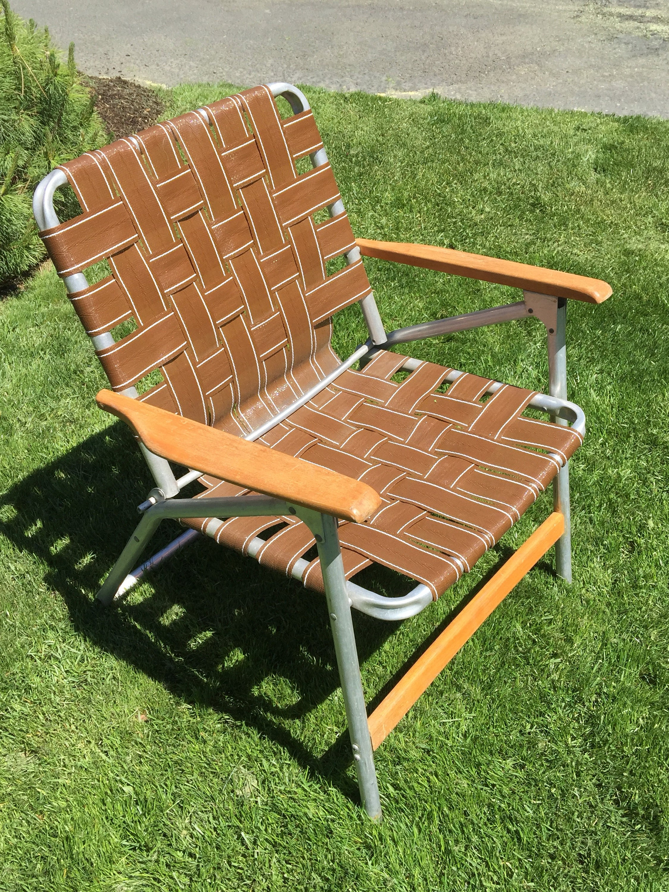 webbed lawn chair with wood handles cling cing