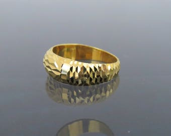 Vintage 18K Solid Yellow Gold Diamond Cut Band Ring Size 8
