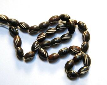 10 engraved bone - olive shape - 9 x 5 mm - dark brown and ecru beads-