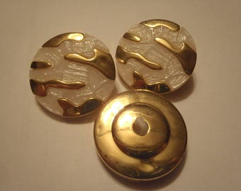 SET OF 3 BUTTONS MOTHER OF PEARL AND GOLD