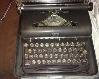 25% off customer app Royal Typewriter 1940 portable  in case works perfect