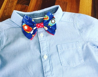 Spaceman rocket cosmonaut space blue bow tie for baby boys age 12 months to 6 years in cotton fabric with red lining and middle and velcro