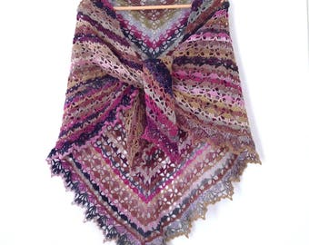 Beige-khaki-Pink-Purple gradient Wool Lace shawl crocheted hands