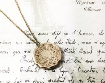 Antique front and back 9ct gold round locket