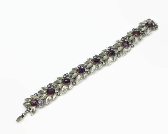 Vintage bracelet with flower links and purple and blue rhinestones, textured silver tone metal, box clasp, 7 inches / 18 cm long, 1950s