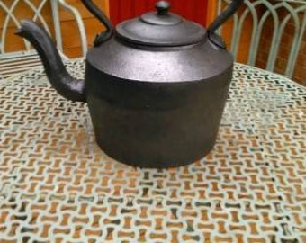 Vintage cast iron 10 pint Kettle.