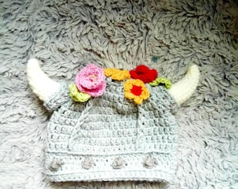 Crochet viking hat for girls, viking hat with flowers, horned floral viking helmet, girls viking helmet with flowers