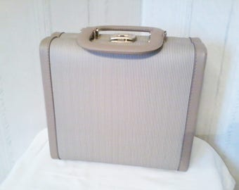 vintage  vanity case travel case for beauty products