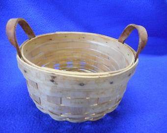 """Longaberger 7"""" Round Handled Basket, 1999."""