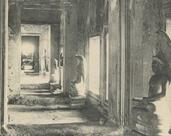 Antique Postcard - Angkor Vat ... Bouddhas.